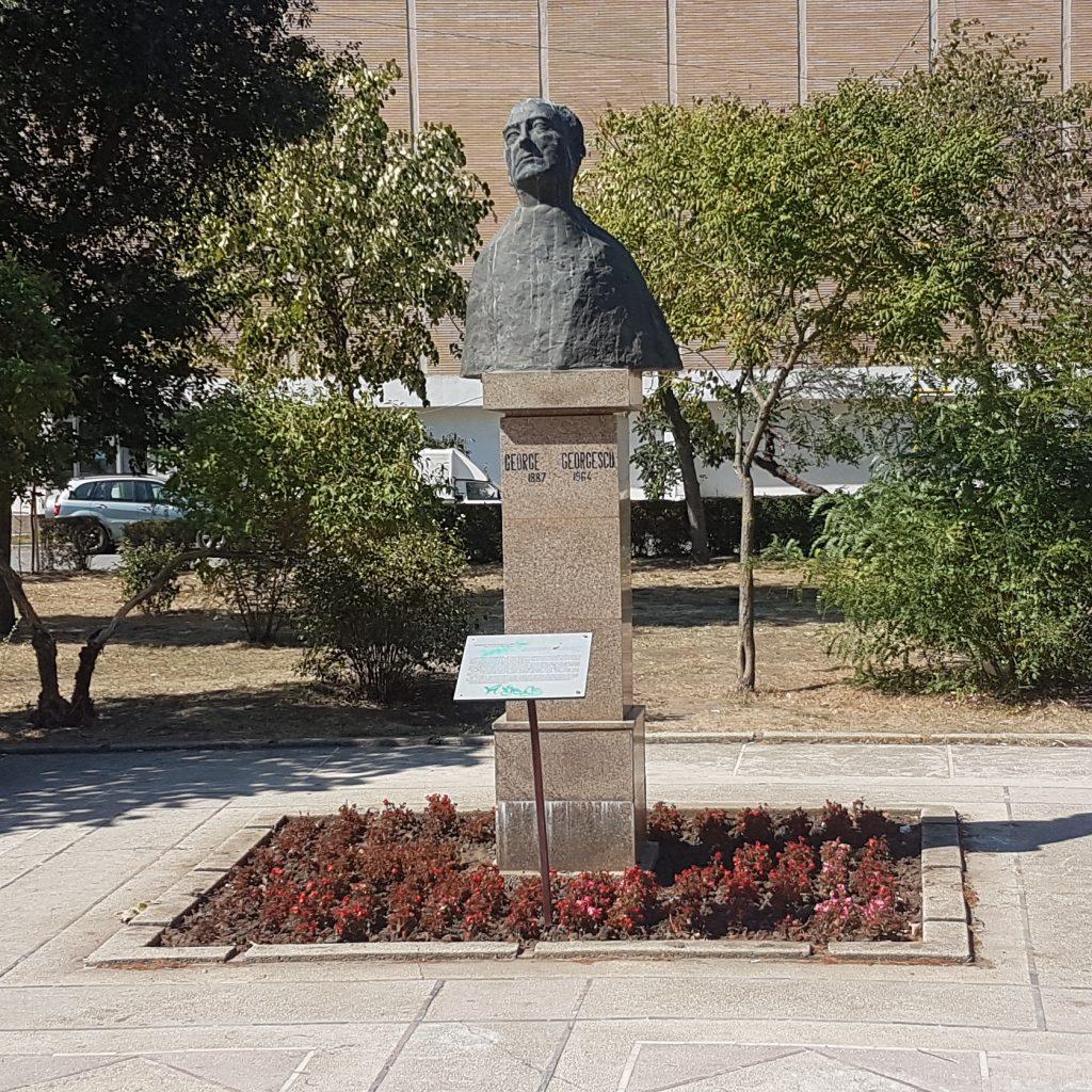 Statue in  Personalities park