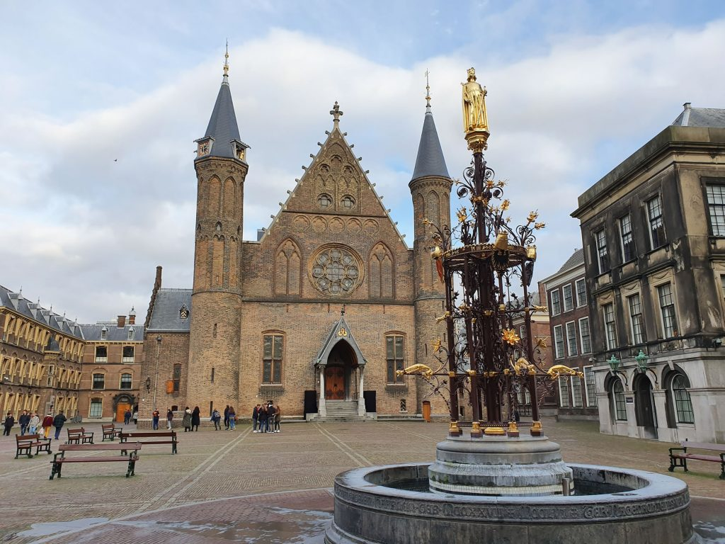 he Fountain at the Binnenhof.