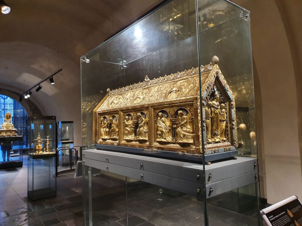 St Servatius, Reliquary chest or Noodkist.