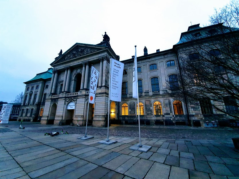 Japanisches Palais Front